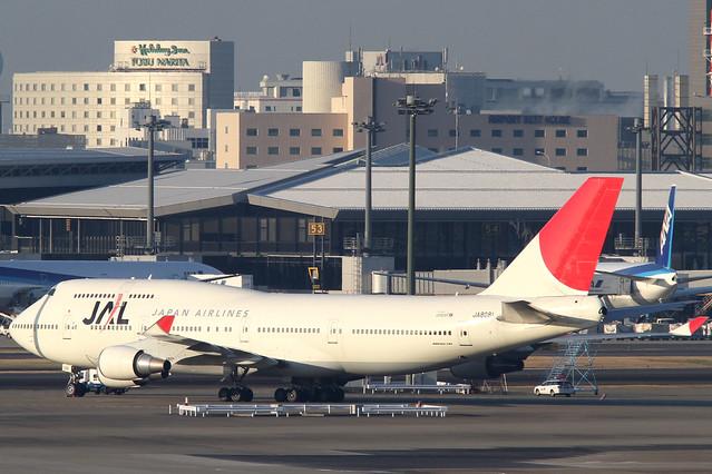 JAL B747-400(JA8081)