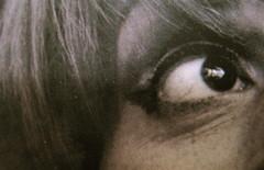 Franca Valeri, Bugiarda no, reticente, Einaudi 2010; [responsabilità grafiche non indicate], alla cop.: [ritr. fotog. b/n dell'autrice] PhotoserviceElecta / Mondadori Vintage Collection, cop. (part.), 3