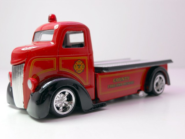 jada toys HEAT '47 Ford COE (2)
