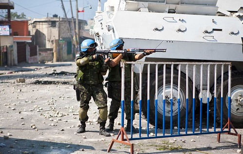 UN-Troops-with-Two-guns