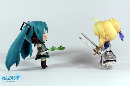 Nendoroid Hatsune Miku vs Saber