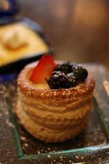 Cream puff with berries