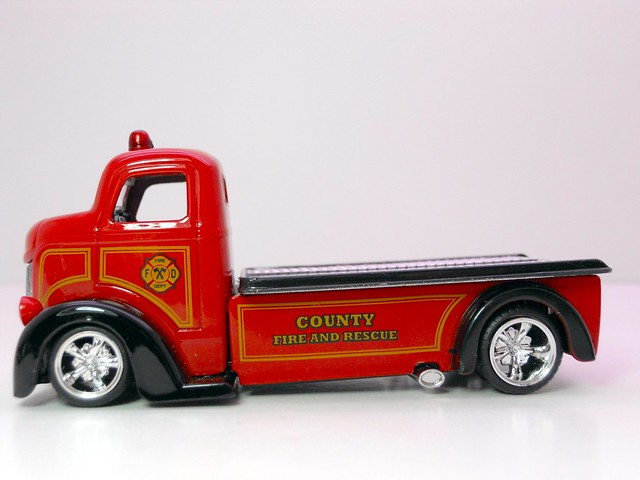jada toys HEAT '47 Ford COE (3)
