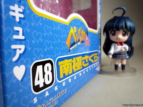 Nendoroid Nankyoku Sakura and her box