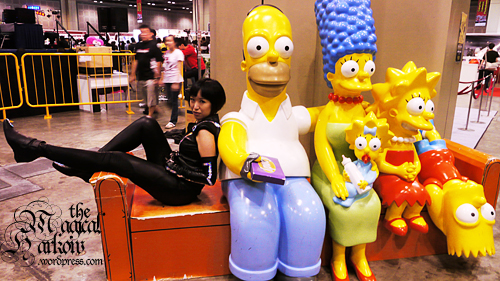 Quorra on the couch with the Simpsons