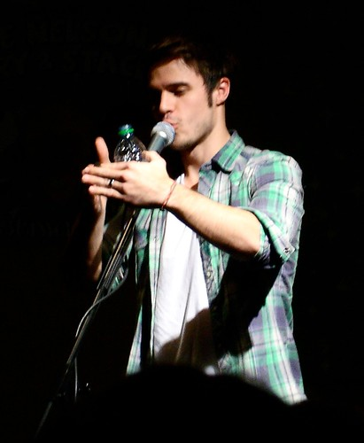 Kris Allen telling the naked sleepwalking story in his green plaid shirt