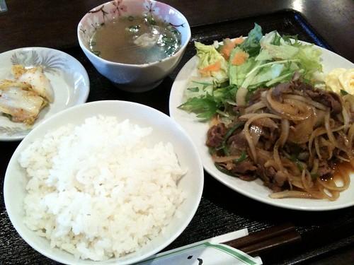 モンゴル料理屋さんの生姜焼き定食。550円
