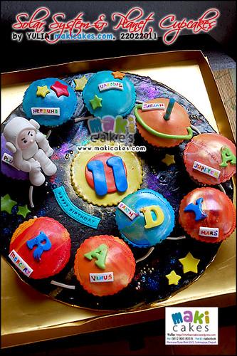 Solar System Planet Astronaut Cupcakes_ - Maki Cakes