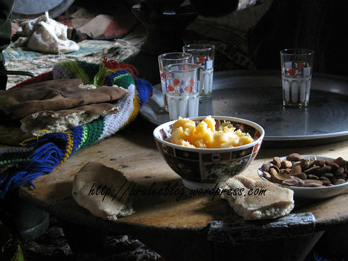 khobz, saffron butter and almonds