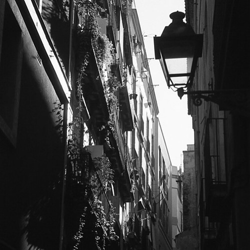 #barcelona street scene, #35mm #scan #bw