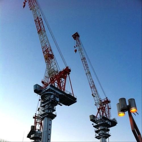 なんか颯爽としてるね! #crane #Osaka #Abeno