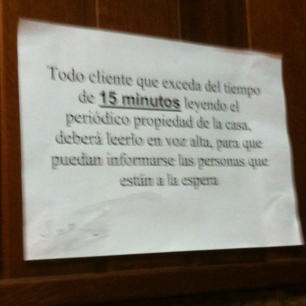 Multa por exceso de... Lectura! Visto en la cafetería de un hotel de Ribadeo