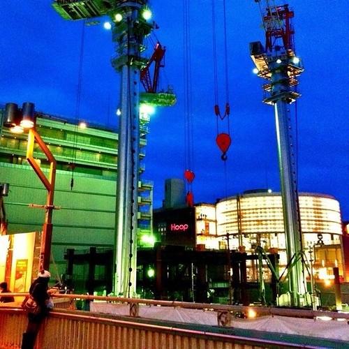 クレーンと君… 誰をまってるのかな? 今日もお疲れ様でした。☆。.:*:・'゜ヽ( ´ー`)ノ まったね~♪ #crane #Osaka #Abeno