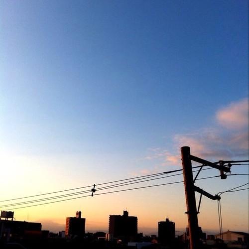 (^o^)ノ < おはよー! 今朝の大阪、イイ天気です。 今日も笑顔でがんばろ~! #Osaka #morning