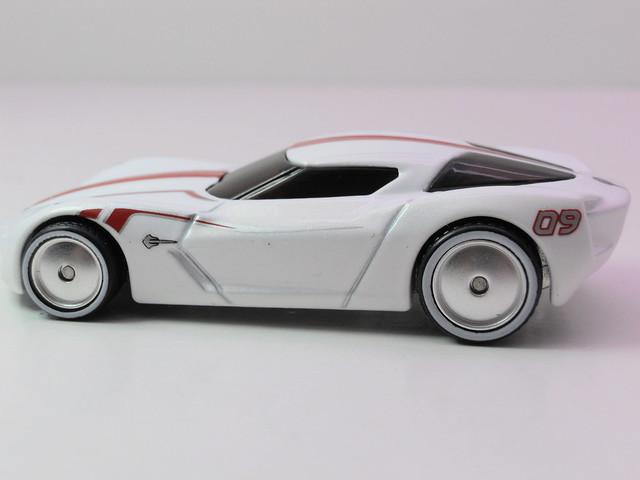 hot wheels garage corvette stingray concept wht (3)