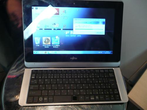 キーボード内蔵 Windowsタブレット LIFEBOOK TH40