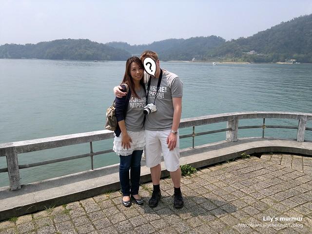 在育樂亭這裡的合照,這次我沒把臉遮起來了,感覺有好一點了吧。