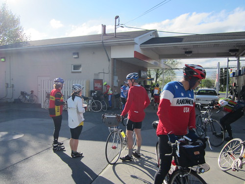 Riders about ready to leave Controle #2 Wind Gap, PA