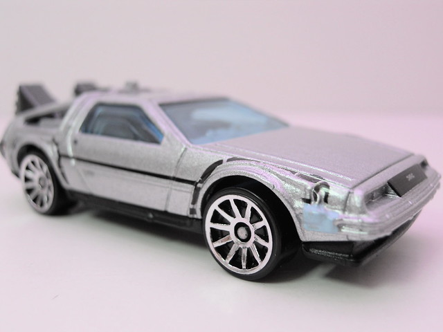 hot wheels back to the future time machine (2)