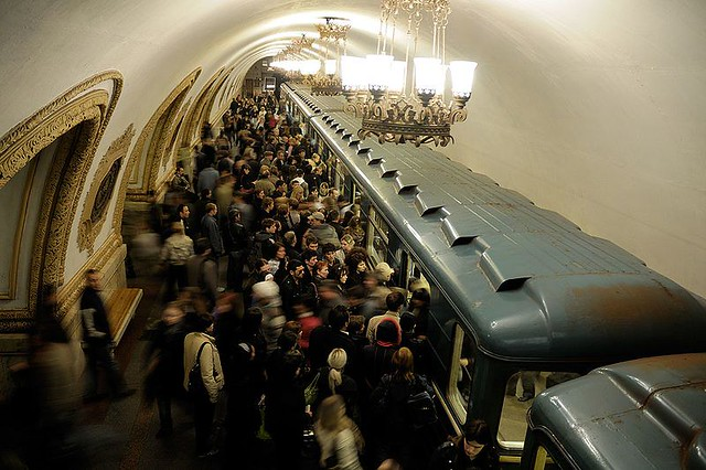 800px-Moscow_MetroCrowded_(pixinn.net)