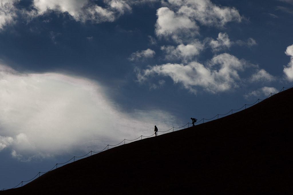 J17 / Scène de vie : l'ascension d'Uluru