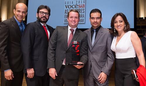 O presidente Frederico Ayres e equipe da Aperam. Foto Guto Marcondes