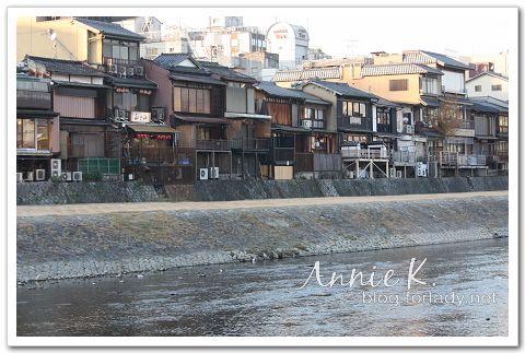 京都鴨川河畔店家