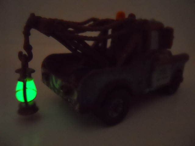 Disney Cars chase mater with glow lantern (5)