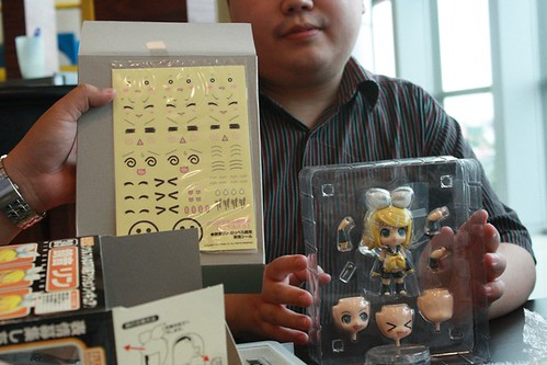 animaster began the unboxing fest with Nendoroid Kagamine Rin =^_^=