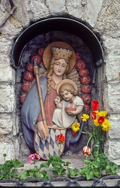 Madonna, Child, tulips