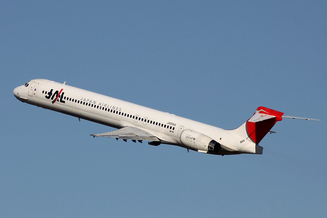 JAL MD-90-30(JA8064)