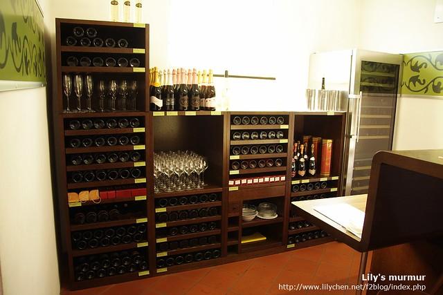 老葡萄藤博物館內的吧台,販售各式Maribor產的葡萄酒,可以買單杯或者整瓶。