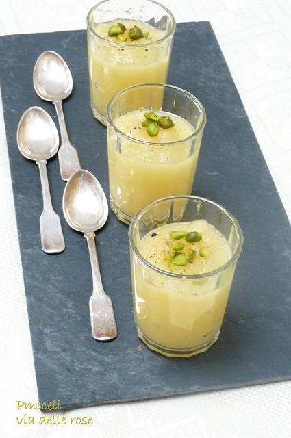 Composta d'ananas al cardamomo,fava tonka e pistacchi