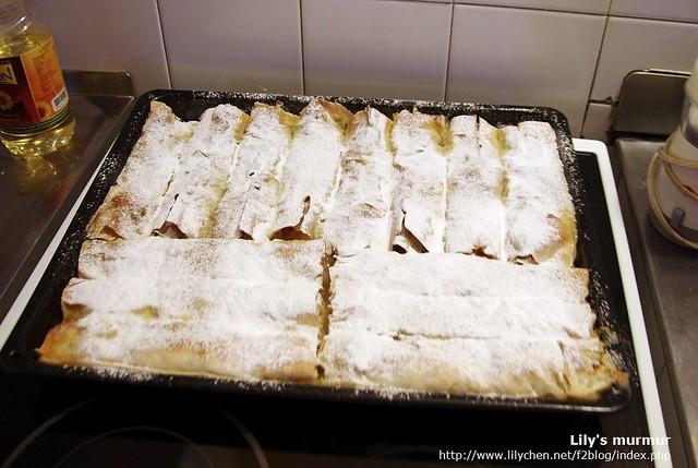 剛出爐待涼中的尼媽手製蘋果酥派,也是好好味,我每天都要吃一點!