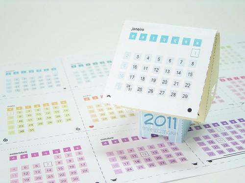 Calendário 2011 em forma de paper toy!