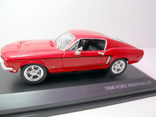 Yat Ming Signature 1968 Ford Mustang GT (1)