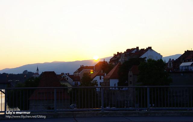 走過老橋時拍的日落...要是相機跟鏡頭再好一點就好啦。