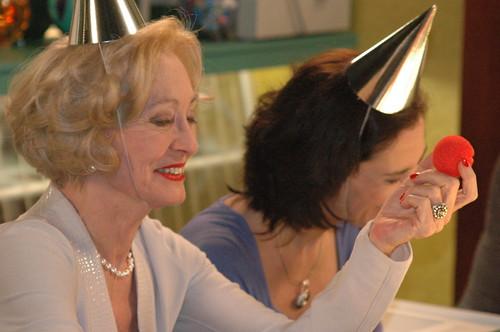 Marianne vindt het niet grappig - en Ann komt niet meer bij van het lachen