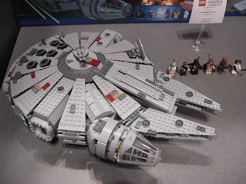 LEGO Toy Fair 2011 - Star Wars - 7965 Millennium Falcon - 02