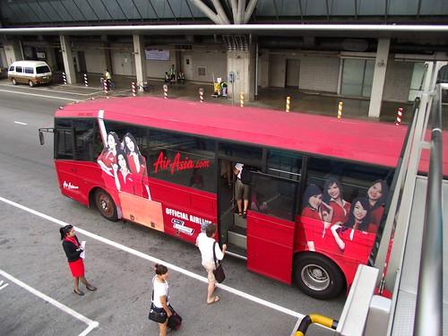 AirAsiaBusOnAirport