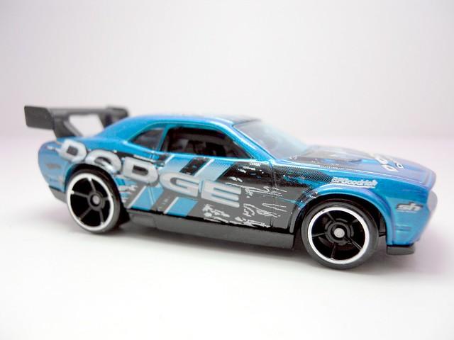 hot wheels dodge challenger drift car blue (2)