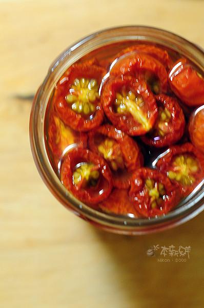 浸泡了將近一週之油漬蕃茄