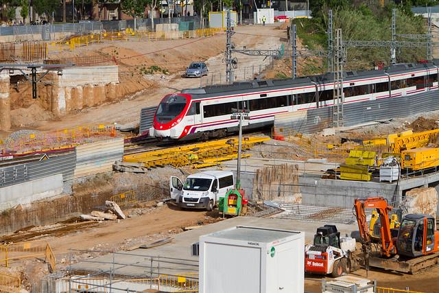 Triangle ferroviari - Ha comenzado el hincado del cajón bajo las vías de cercanías - 06-05-11