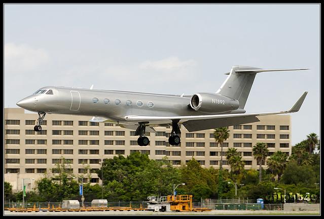 KLGB Private Gulfstream Aerospace G-V Gulfstream V N1892