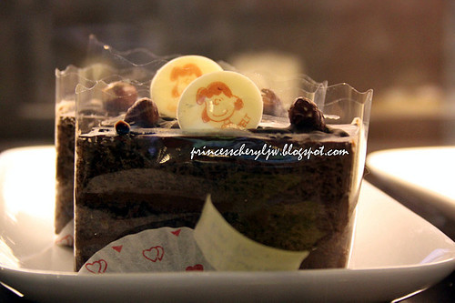 Charlie Brown Cafe cakes 01