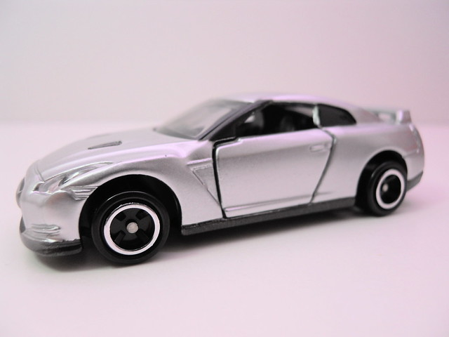 tomica tomy nissan gt-r silver (2)