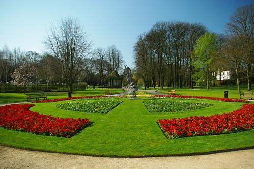 20100417-17_Flower Gardens + Sculpture - Caldecott Park Rugby by gary.hadden