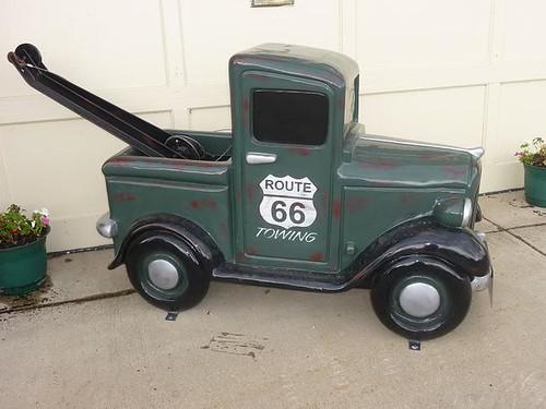 IL, Pontiac 68 - green tow truck