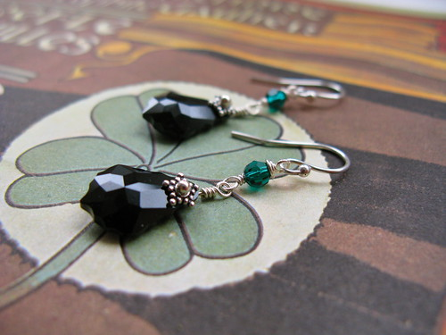 Nouveau Baroque earrings in black/emerald