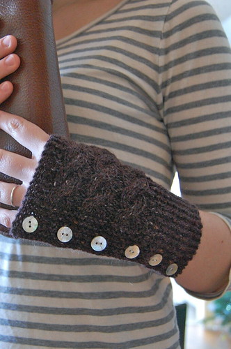 FO: buttoned garter mitts